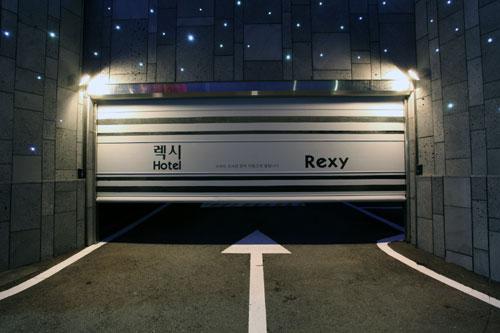 모텔 주차장 자동문